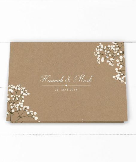 Romantische Hochzeitseinladung weißes Schleierkraut auf Kraftpapier